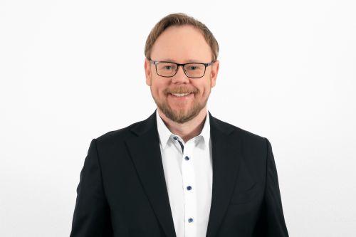 Eugen Schmidt, Diplom-Kaufmann (FH)
